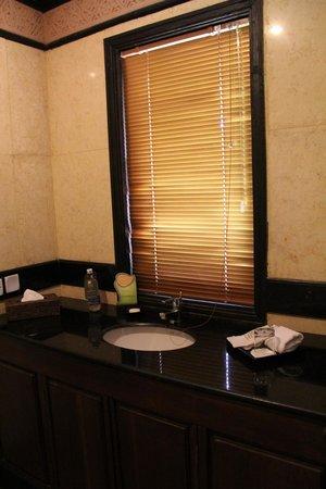 Aureum Palace Hotel & Resort Bagan: Sauberes Badezimmer