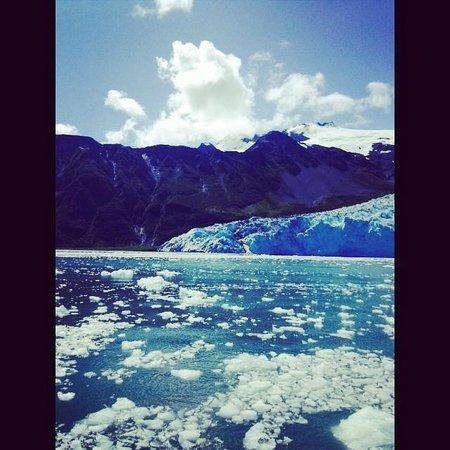 Alaska Creekside Cabins: Recreation -- glacier views on leisure cruise