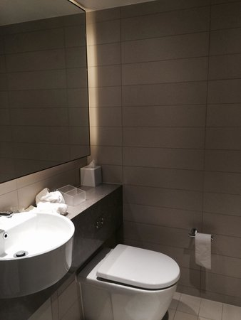 Four Points by Sheraton Sydney, Darling Harbour: bathroom
