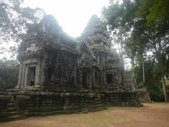 Thommanon: 拝殿と中央祠堂