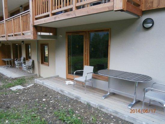 """Lagrange Prestige Residence Les Hauts de la Vanoise : """"terrasse"""" de 1m de large"""