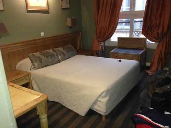 Hotel Opera Maintenon: Vista della camera