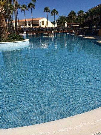 Royal Son Bou Family Club: View at the big pool