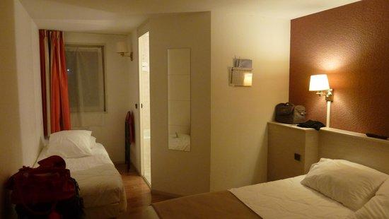 Kyriad La Ferte Bernard : bedroom b