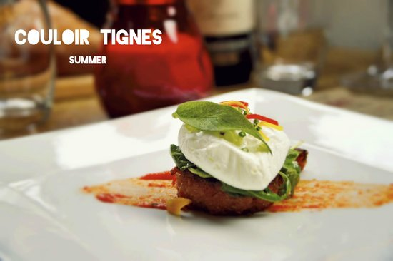 Couloir Bar & Restaurant : Rosted red pepper polenta topped with poached egg