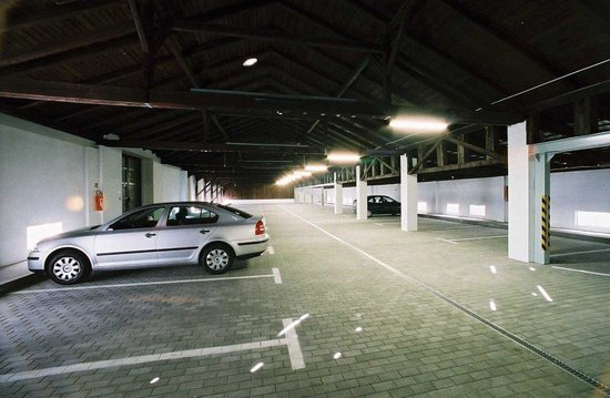 City Apart Hotel Brno: garage