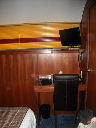 Le VIP Paris Yacht Hotel : Chambre