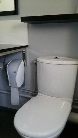 Kerotel : Distributeur de PQ sous le lavabeau