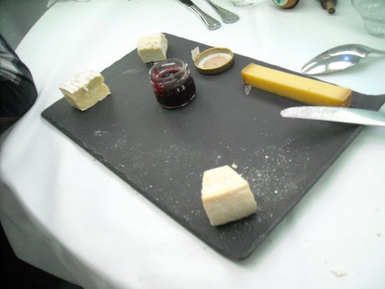 Le VIP Paris Yacht Hotel : Fromage
