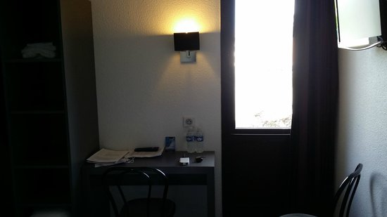 Kerotel: Fenêtre sans rideau ni film occultant