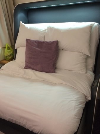 YOTEL London Gatwick Airport: Bed