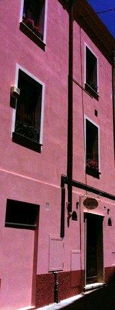 Casa Ducale: Finestre stanze su Via Quartiere Vecchio