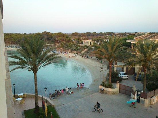 Universal Hotel Marques: preciosa y tranquila playa en la misma salida del hotel
