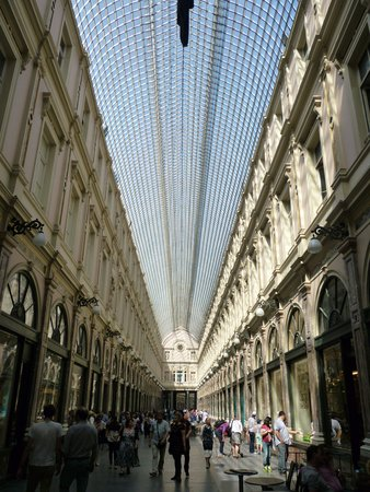 Les Galeries Royales Saint-Hubert : Inside the gallery