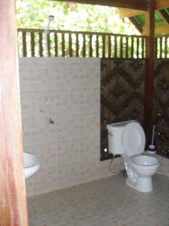 Our Jungle House : Bathroom