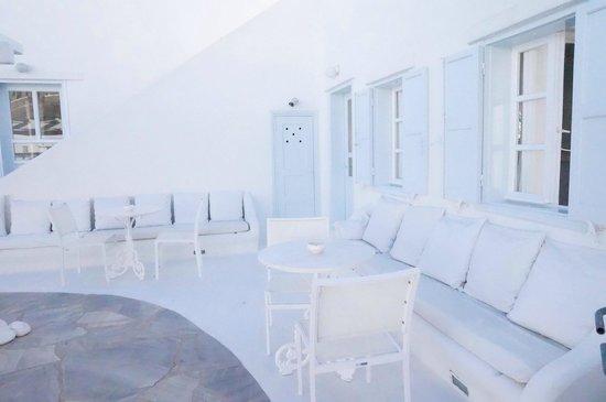 Mykonos Bay Hotel: courtyard