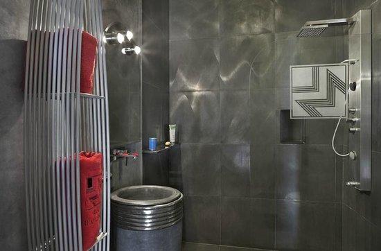 Villa Makassar: Salle de bain Chambre Prestige Mondrian