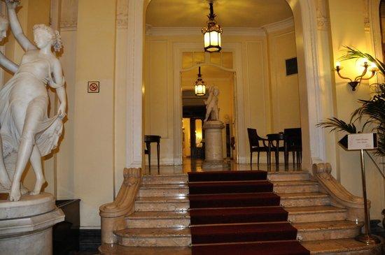 Grand Hotel et Des Palmes : Este es el pasillo que lleva al restaurante