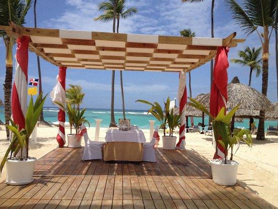Luxury Bahia Principe Ambar Blue Don Pablo Collection : Dinner @ the beach