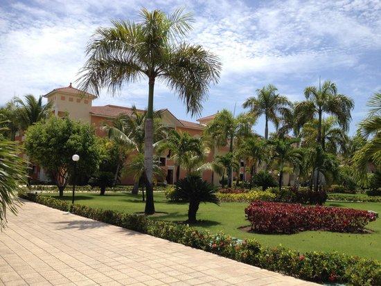 Luxury Bahia Principe Ambar Blue Don Pablo Collection : The garden