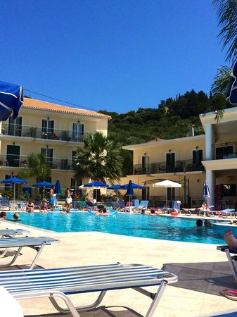 Zante Star: Chilling by the pool