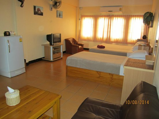 Funky Monkey Guesthouse & Tours: Huge rooms clean & comfy