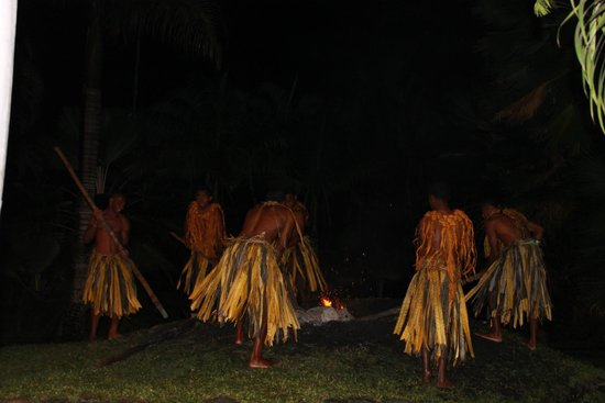 Fiji Hideaway Resort & Spa : fire walking ceremony at the resort