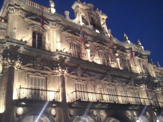 Salamanca's Plaza Mayor : A beleza da Plaza Mayor a noite. Incrível!