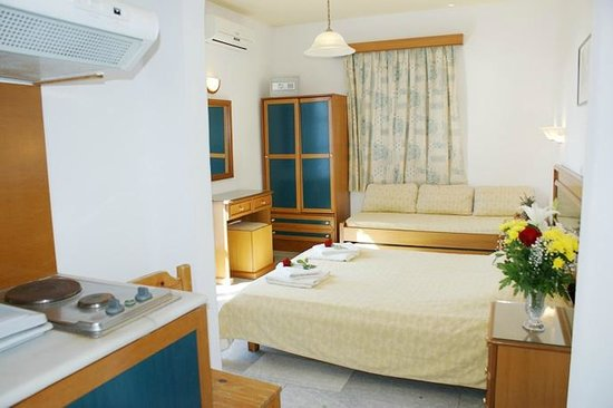 Colosseo Studios & Apartments: room