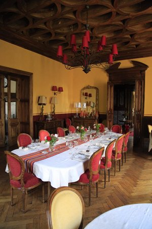 Chateau Clement: The dining room table