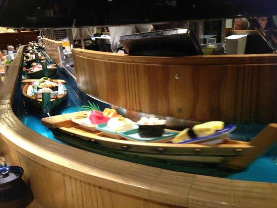 Isobune Sushi : sushi boat