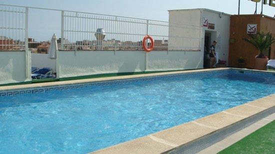 Hotel Merce : бассейн на крыше отеля