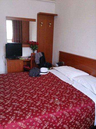 Hotel Marsala: Zimmer mit Doppelbett