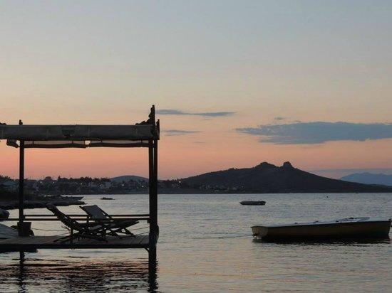 Cundavilla Suite Hotel: Couché de soleil sur le carbet