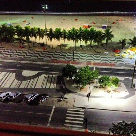 Windsor Leme Hotel : Praia a noite