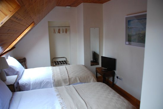 Carbery Cottage Guest Lodge: Dunmanus Suite Room2 2 Singles