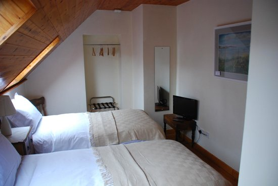 Carbery Cottage Guest Lodge: Dunmanus Suite Room 2 (2 singles)
