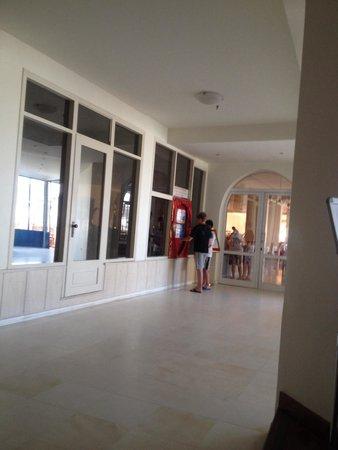 Beach Club Aphrodite : Doors to the restaurant