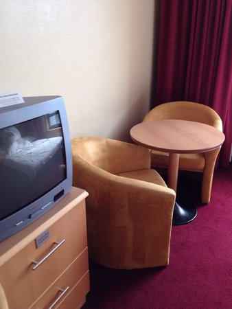Clayton Hotel Dublin Airport: Table and chairs with a pretty view