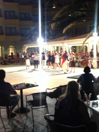 Beach Club Aphrodite : Dancers one night