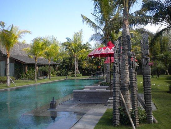 Bali Ethnic Villas: la piscina