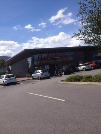 Frankie and Benny's: Frankie and Bennys Restaurant on the Loom Retail Park,Leigh