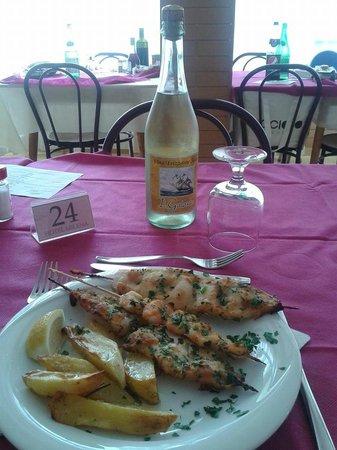 Hotel Milena : Spiedini di Pesce e vino frizzante