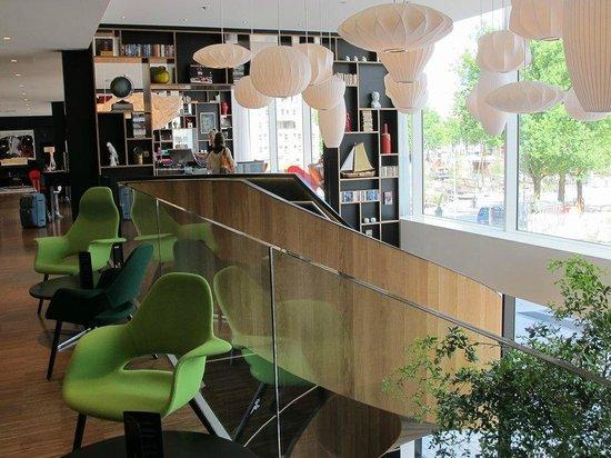 citizenM Rotterdam : Stylish lobby