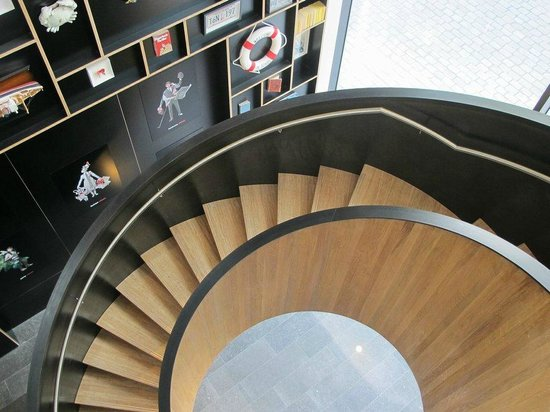 citizenM Rotterdam : And a spiral staircase