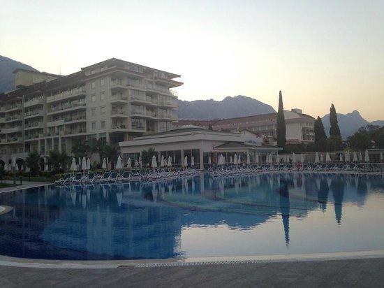 Barut Kemer : main pool at sunset