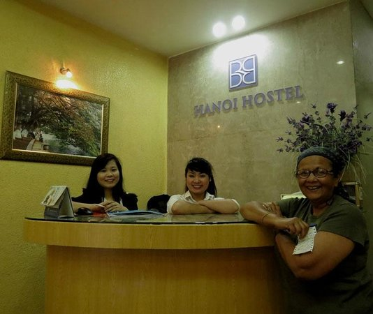 B&B Hanoi Hotel : Happy Emma and Anna & happy customer