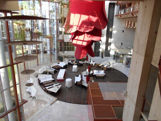 Silken Al-Andalus Palace Hotel : Stunning comfortable lobby!