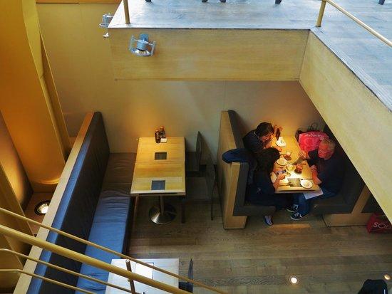 Grand Cafe Horta : Intérieur, sous-sol, à côté du bar