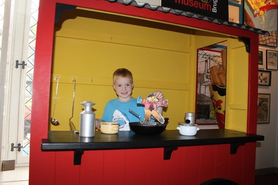 Friet Museum : Interactive portion for kids to pretend to make and serve fries.